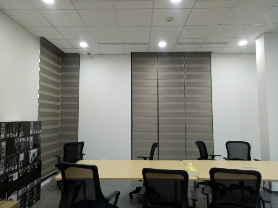 trang trí phòng họp bằng rèm cửa